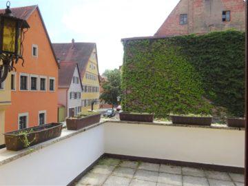Große 3-Zimmer-Wohnung mit gewissem Flair, in familiärer Umgebung, 91550 Dinkelsbühl, Mehrfamilienhaus